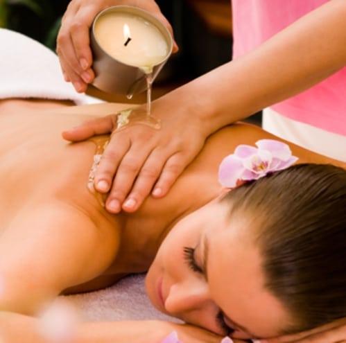 Massage à la bougie et aux huiles chaudes