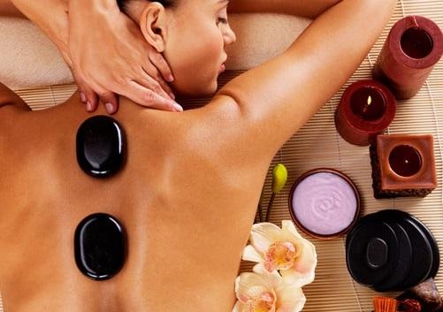 Massage aux pierres chaudes et aux huiles Bio