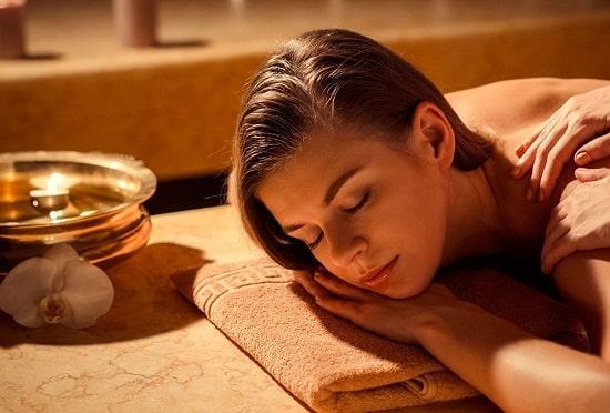 Massage pour hommes et femmes avec des huiles Bio