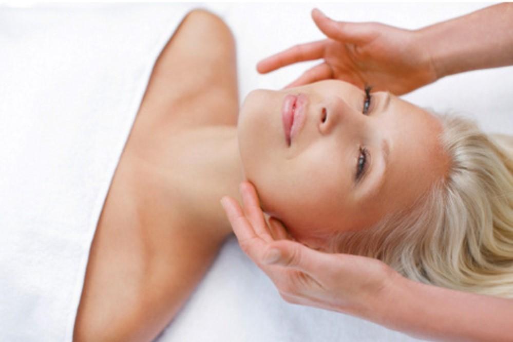 Soin anti âge: Un soin liftant du visage